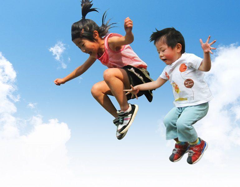 子どものジャンプ